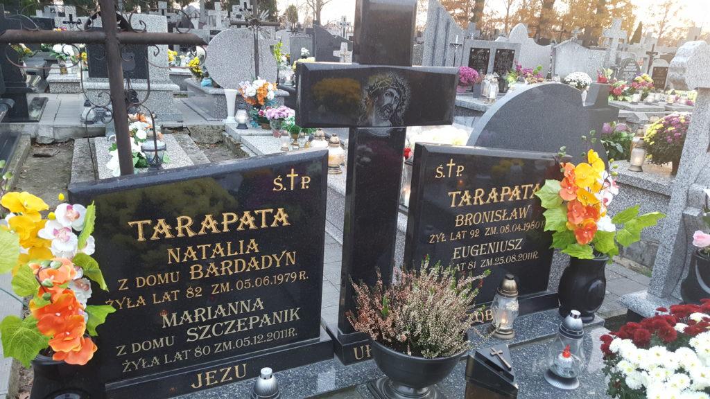 Nagrobek dziadków ze strony matki, Natalii i Bronisława Tarapata